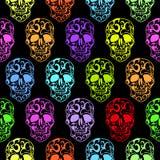 Modèle sans couture de crânes colorés Images libres de droits