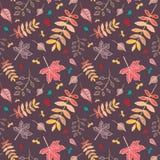 Modèle sans couture de feuilles d'automne avec le fond brun-rougeâtre Images stock
