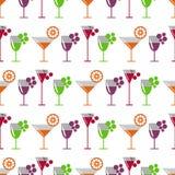 Modèle sans couture de vecteur avec les cocktails, le vin, les cerises, les oranges et le raisin sur le fond blanc illustration de vecteur