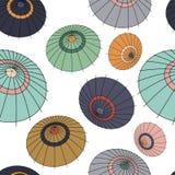Modèle sans couture de vecteur avec les parapluies colorés du Japon Photos libres de droits
