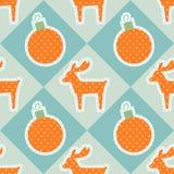 Modèle sans couture de vecteur de Noël avec des cerfs communs et des boules Image stock