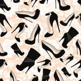 Modèle sans couture des chaussures noires contre la dentelle blanche Photos libres de droits