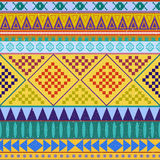 Modèle sans couture ethnique péruvien aztèque, fond rose et orange tribal Fond lumineux pour des cartes de voeux Photos libres de droits