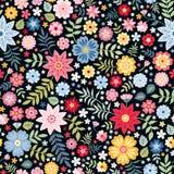 Modèle sans couture floral écervelé vibrant avec les fleurs lumineuses d'été sur le fond foncé illustration libre de droits
