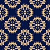Modèle sans couture floral d'or sur le fond bleu Photos libres de droits