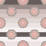 Modèle sans couture floral dans des couleurs en pastel sur le fond rayé Illustration Stock