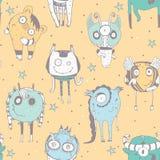 Modèle sans couture mignon de griffonnage avec de beaux monstres, points et étoiles tirés par la main sur le fond jaune Illustrat Image stock