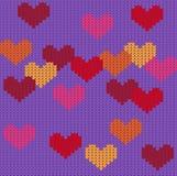 Modèle sans couture pourpre tricoté avec des coeurs illustration de vecteur