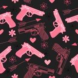 Modèle sans couture rose avec des armes à feu, l'amour, la flèche, des coeurs et des fleurs Images libres de droits