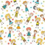 Modèle sans couture tiré par la main avec les enfants heureux Photos libres de droits