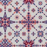 Modèle sans couture tricoté des flocons de neige rouge-bleus sur un backg blanc Images stock