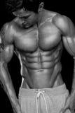 Modèle sportif fort Torso de forme physique d'homme montrant six ABS de paquet. images stock