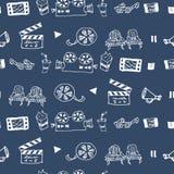 Modèle tiré par la main sans couture de vecteur avec des attributs de cinéma Image stock