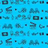 Modèle tiré par la main sans couture de vecteur avec des attributs de cinéma Photographie stock libre de droits