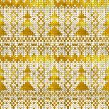 Modèle tricoté sans couture d'or avec des arbres de Noël Photos stock