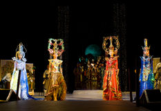 Modèles asiatiques dans des costumes initiaux Images libres de droits