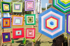 Modèles colorés de trellis faits de fils de broderie Images libres de droits
