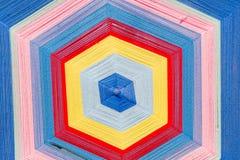 Modèles colorés de trellis faits de fils de broderie Image stock