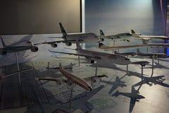 Modèles d'avions dans l'aéroport photo libre de droits