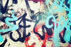 Modèles de graffiti au-dessus de vieux wal concret urbain Photos libres de droits