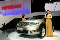 Modèles de mode sur NISSANS Murano SUV Images stock