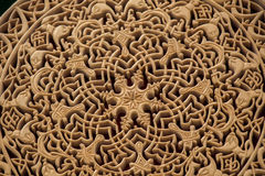Modèles floraux de tabouret sur le bois Photos stock