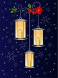 Modèles givrés sur la fenêtre Lumière de Noël Photo stock