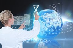 Modèles médicaux sur des fonds de graphiques d'ADN image stock