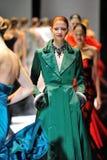 Modèles présentant des conceptions de Zac Posen chez Audi Fashion Festival 2012 Images libres de droits