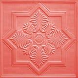 Modèles sur les feuilles de gypse de plafond de fleurs Photo stock