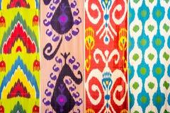 Modèles traditionnels de tissu d'Ouzbékistan Image stock