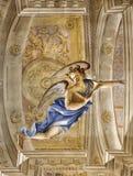 MODÈNE, ITALIE - 14 AVRIL 2018 : Le freso de l'ange dans l'église Chiesa di San Bartolomeo par Giuseppe Barbieri 1642-1733 Images libres de droits