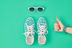 Mod akcesoria ustawiający strój Ok gest minimalizm Obrazy Stock