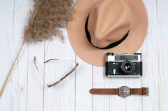 Mod akcesoria, zegarki i elegancki kapelusz, Obraz Royalty Free