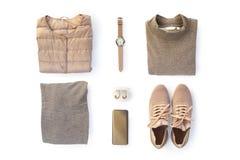 Mod kobiety odzieżowe i modni akcesoria ustawiający na białym tle Elegancki przypadkowy strój Waniliowi Pastelowi kolory Mieszkan zdjęcie stock