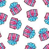 Mod?le sans couture de No?l dessin? ? la main Cadeau bleu avec le ruban rose sur un fond blanc An neuf heureux image libre de droits