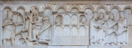 MOD?NE, ITALIE - 14 AVRIL 2018 : Le soulagement roman de Kain et d'Abel du paradis sur la fa?ade des Di Mod?ne de Duomo photo stock