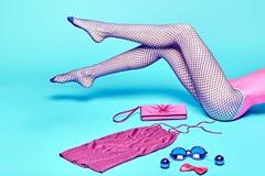 Mod ubrania elegancki set, akcesoria kobieta iść na piechotę Zdjęcie Stock