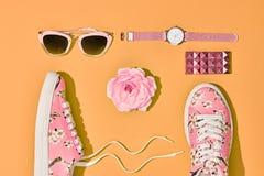 Moda Accesorios de la mujer del inconformista fijados Color en colores pastel Fotos de archivo libres de regalías