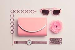Moda Accesorios rosados de la mujer fijados Color en colores pastel Foto de archivo libre de regalías