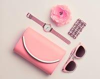 Moda Accesorios rosados de la mujer fijados Color en colores pastel Fotos de archivo libres de regalías