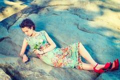 Moda americana joven del verano de la mujer en Nueva York Imágenes de archivo libres de regalías