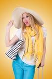 Młoda atrakcyjna kobieta przygotowywająca dla wakacje Zdjęcia Stock