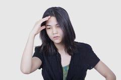 Młoda biracial nastoletnia dziewczyny masowania świątynia, stresująca się, Zdjęcia Royalty Free