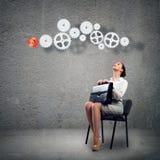 Młoda biznesowa kobieta patrzeje mechanizm Zdjęcia Stock