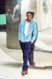 Moda casual del hombre afroamericano joven en Nueva York Imagen de archivo