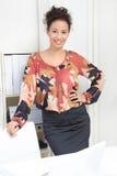 Młoda dama w biurze Zdjęcia Royalty Free