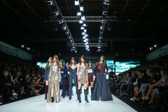 Moda de Bipa desfile de moda 2017 de la hora: Ines Atelier, Zagreb, Croacia Imagen de archivo libre de regalías
