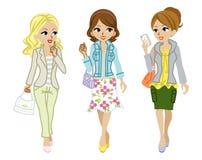Moda de la primavera de las muchachas que camina Fotografía de archivo libre de regalías
