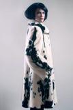 Moda de la ropa del invierno del abrigo de pieles Imagen de archivo libre de regalías